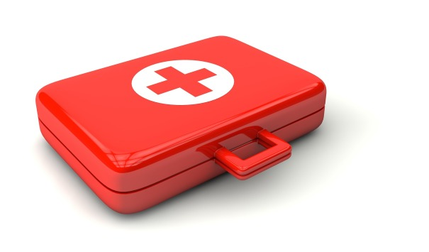 FIRST_AID_KIT_doctor-1015624_1920
