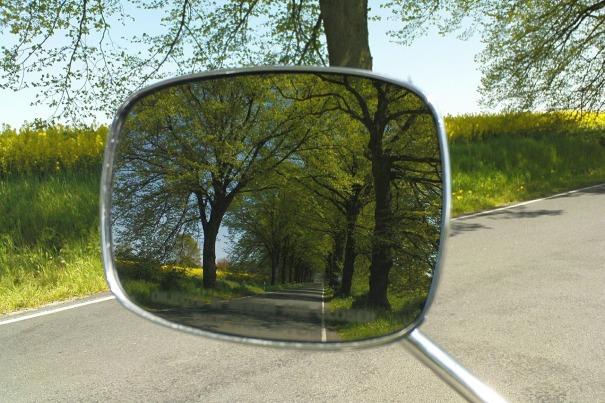 REAR_VIEW_MIRROR_driving-mirror-472758_1280